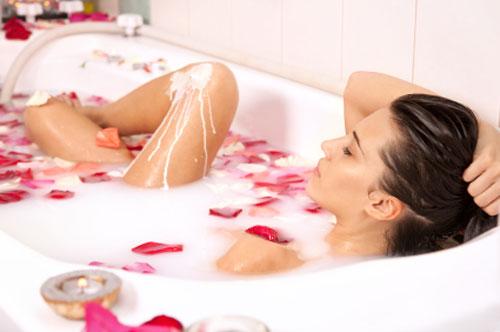 Diamoci la carica con un bagno caldo alle erbe e fiori - Bagno caldo per raffreddore ...